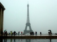 Eiffle_tower_rain_1